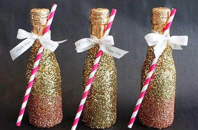 красиво украсить бутылку шампанского к новому году