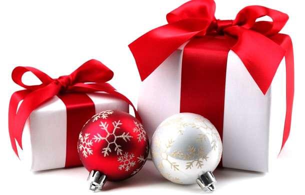 новый год дарим подарки
