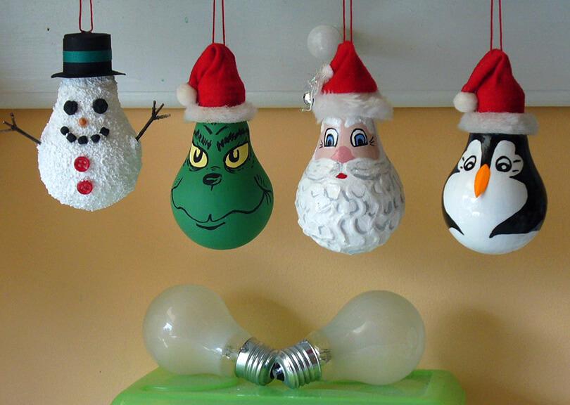 вот еще идеи елочных игрушек из лампочек